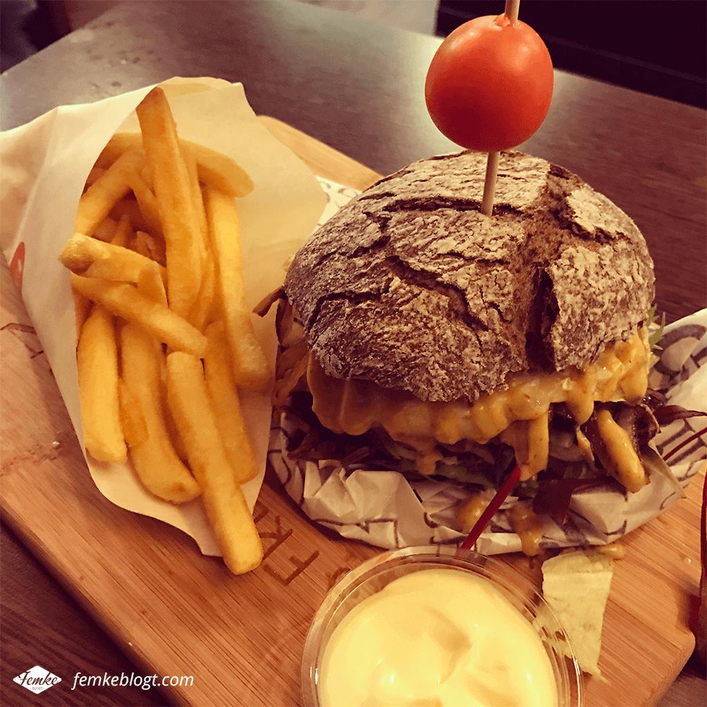 Doei maart, hallo april! | Hamburgers