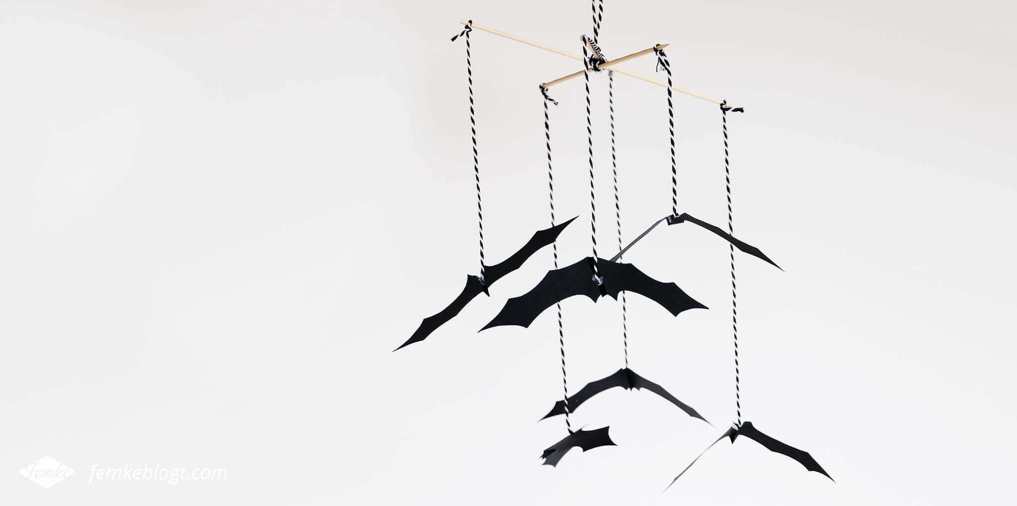 DIY Halloween decoratie | Batmobiel, vleermuizen aan touwtjes