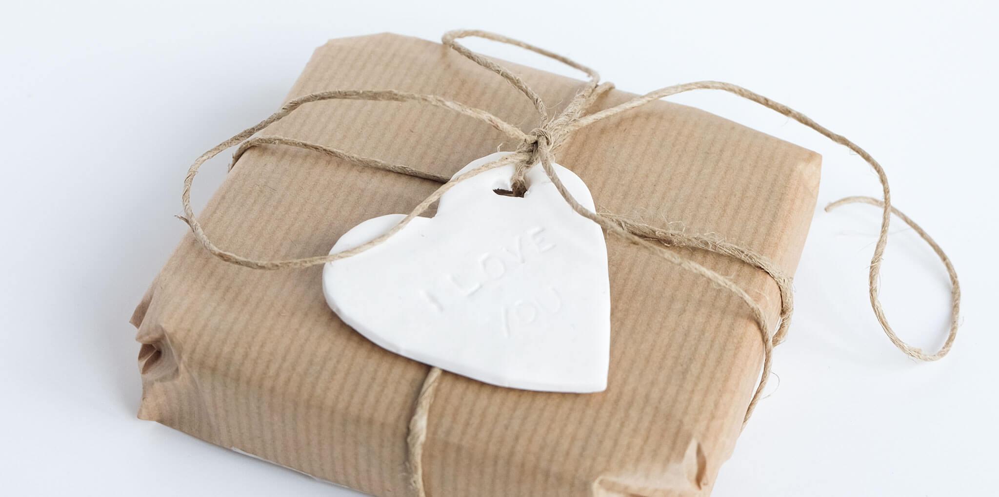 DIY valentijnshartjes van FIMO klei   Maak je Valentijnscadeautje nog liever met een hartje met tekst van FIMO klei