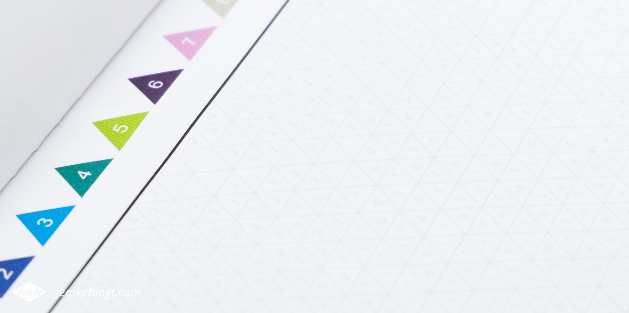 Kleuren op nummer   De vakjes verschillen per kleurplaat. Zo zijn er platen met driehoekjes, vierkantjes, honingraatjes en cirkels.