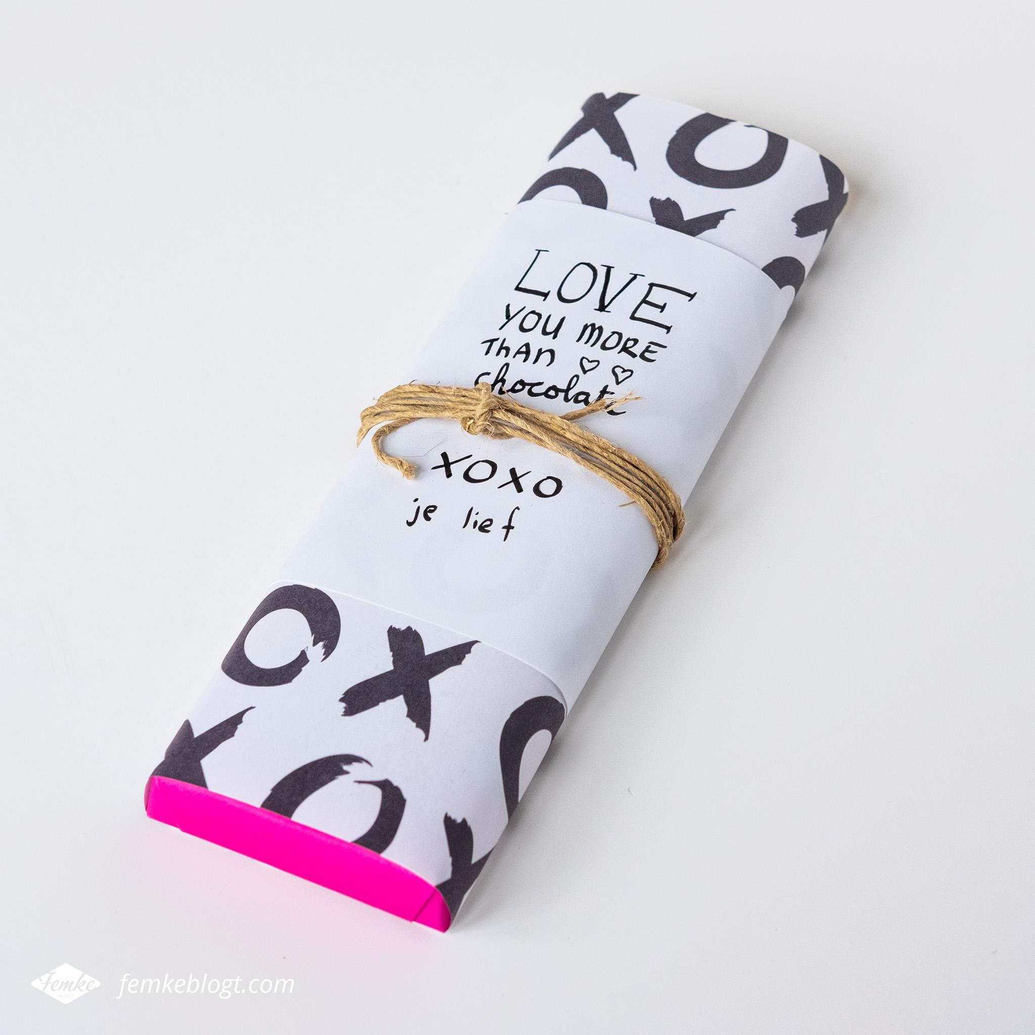 DIY Valentijnsdag chocoladewikkel met xoxo-patroon en quote 'love you more than chocolate'