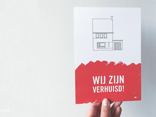 Onze verhuiskaart, het eindresultaat! | De voorkant van onze verhuiskaart met een lijntekening van onze woning